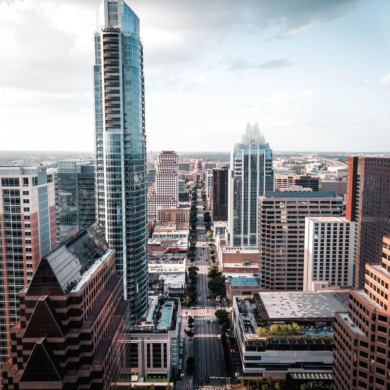 La location d'autobus Austin facilite la tâche des groupes, petits et grands, vers et depuis la région d'Austin.