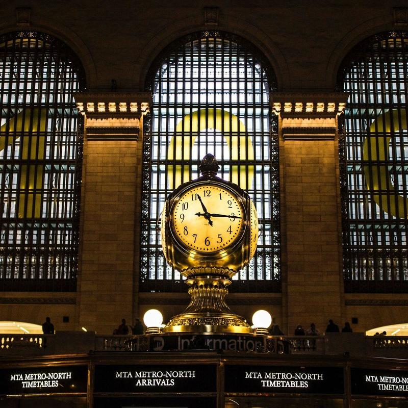 Gold clock displaying 11:15 inside the Grand Central Terminal